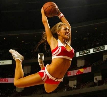 Теневое и прекрасное Инь в мужском баскетболе: cheerleaders